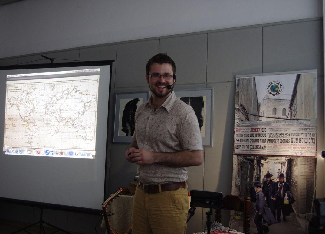 DNI Kultury zydowskiej Michał Kaczor prezentuje instrumenty biblijne