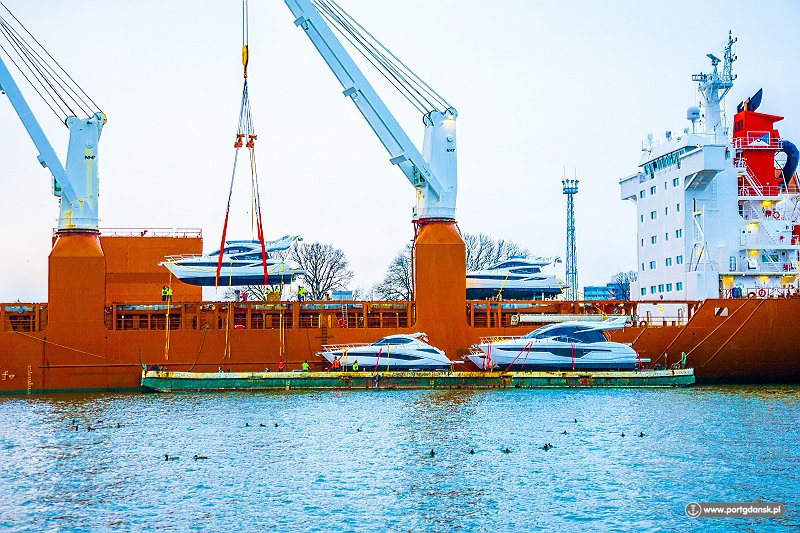 port Załadunek jachtów na statek na nowej linii do Stanów- Zjednoczonych. fot. portgdansk
