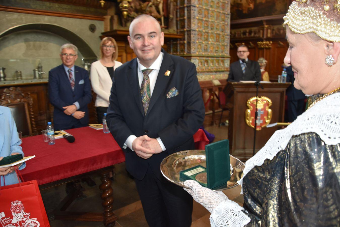 Wiceprezydent Gdańska w Dworze Artusa Fot. J.Wikowski A31_7429