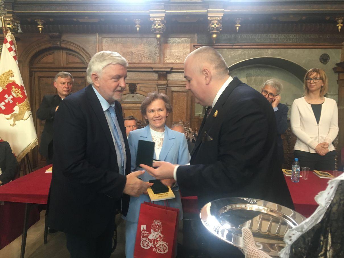 Dwór Artusa Odznaczeni Medalem Prezydenta Gdańska IMG_0117