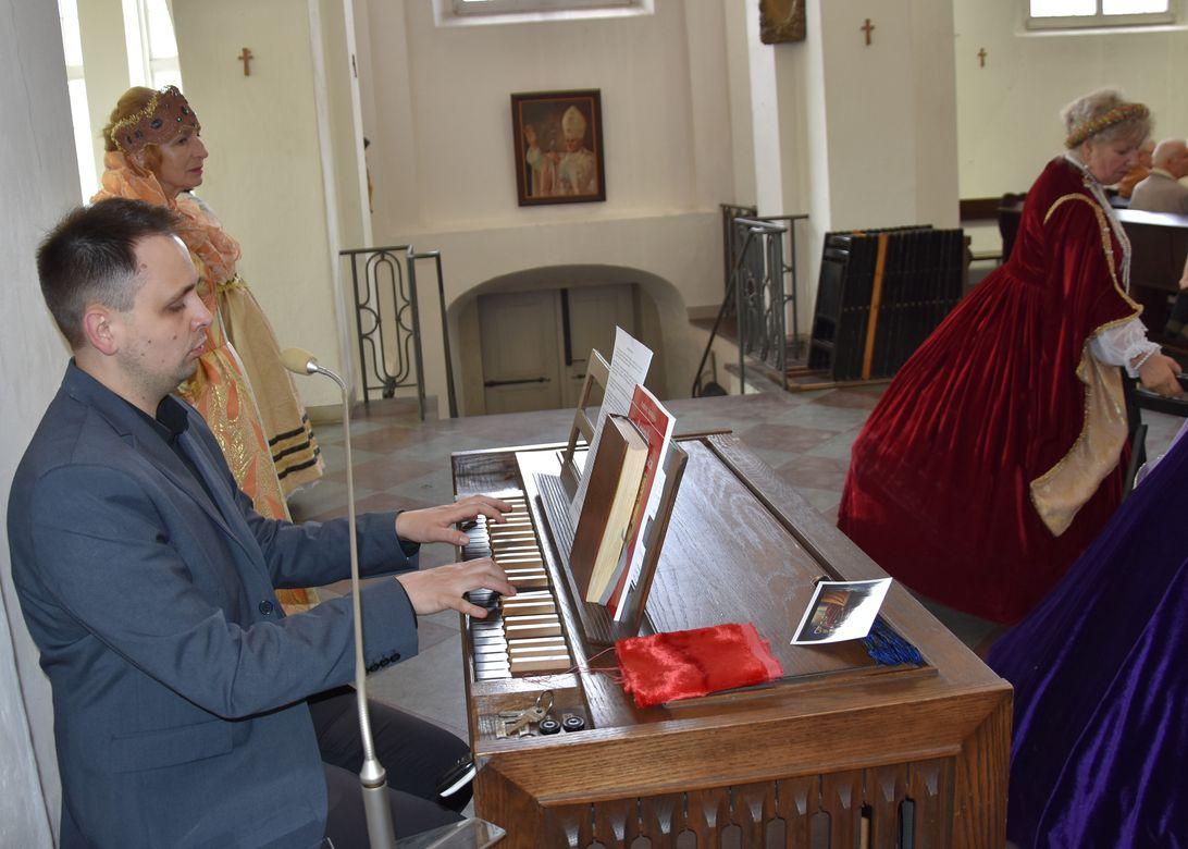 Msza św. w Kaplicy Królewskiej fot. J. Wikowski A31_7143