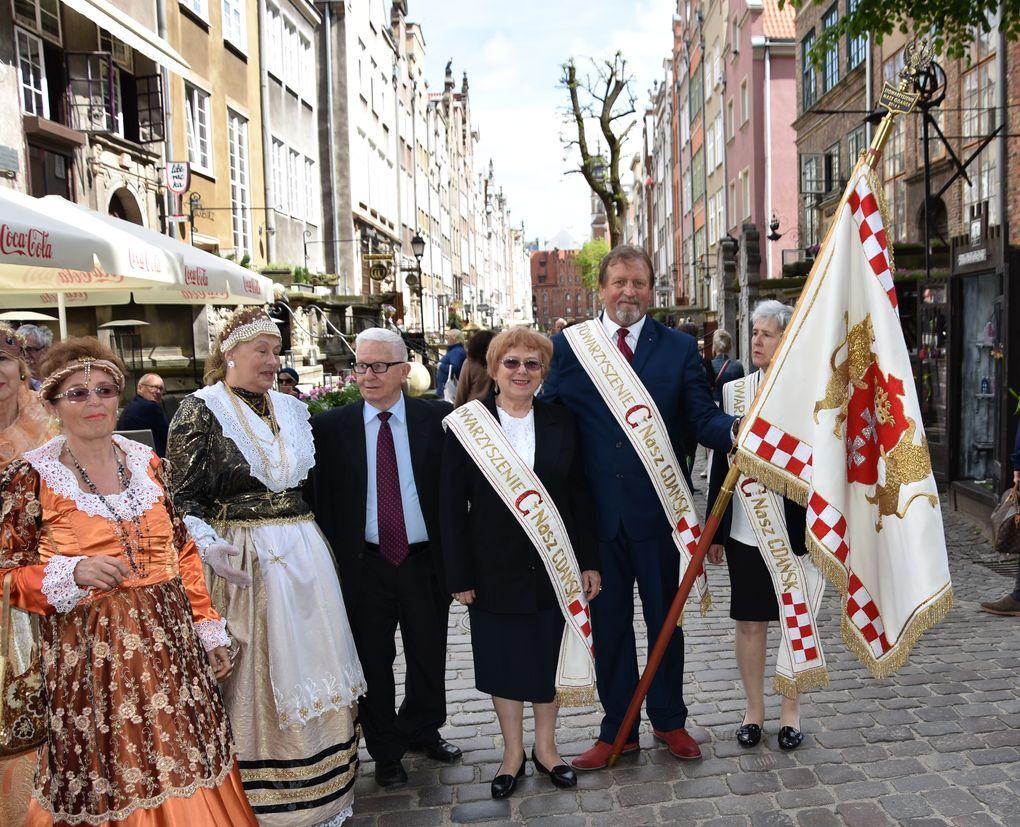 Przemarsz ze sztandarem Naszego Gdanska fot. J. Wikowski A31_7234