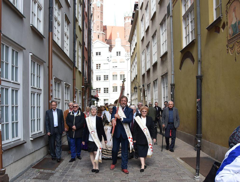 Przemarsz ze sztandarem Naszego Gdanska fot. J. Wikowski A31_7237