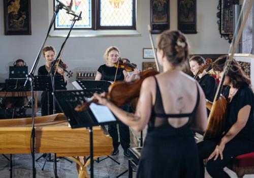 """Po koncercie """"O bałtyckiej syrenie"""" w kościele św. Jana Bosco w Oruni. Wskrzeszenie Konstancji"""